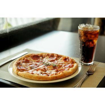 mittel Pizza (32 cm) mit Getränk